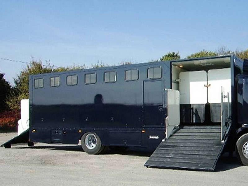 les vans ab vans et camions vl pour transport de chevaux. Black Bedroom Furniture Sets. Home Design Ideas